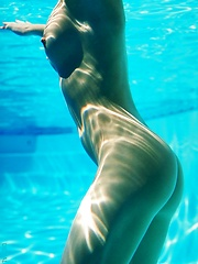 Sophia - loves to feel the cool water on her nude curves
